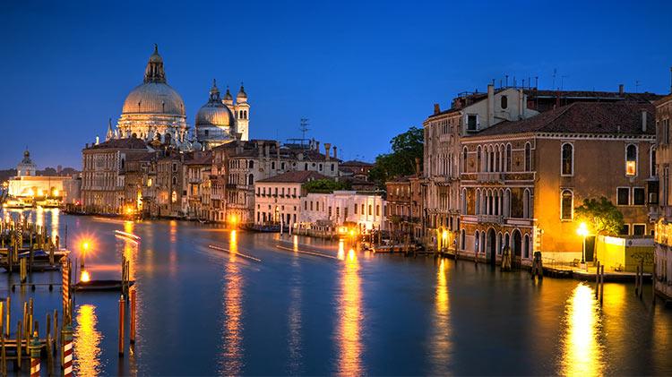 Venice Dragon Boat (At Night)